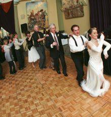 Fun Wedding party line dance