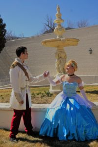 charming talks to Cinderella by th fountain